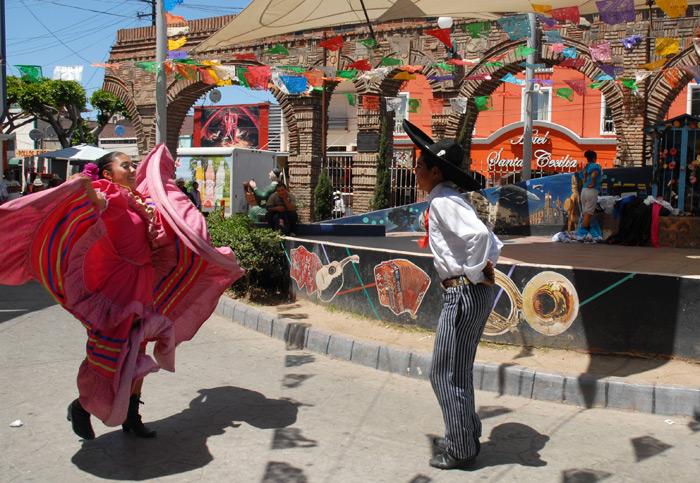tijuana-mexico-mexican-hat-dance