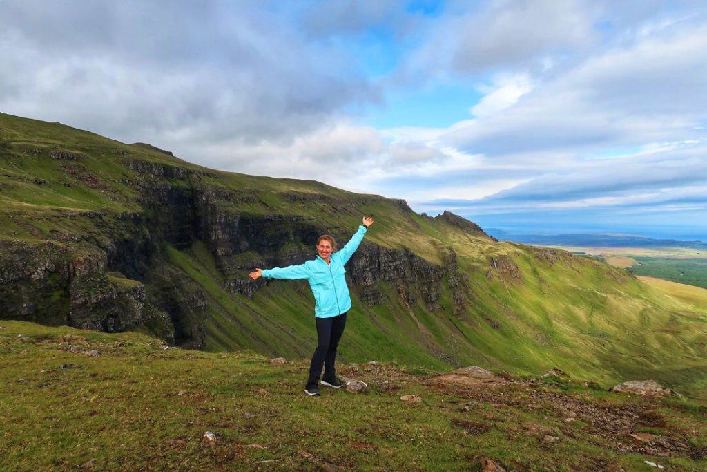 Maggie McKneely travel blogger